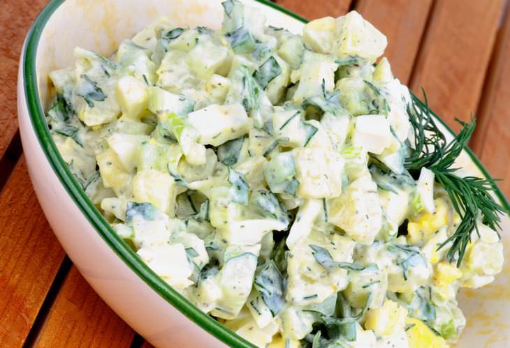 Salada de batata picante com maionese de alho