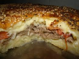 Hambúrguer gigante de forno caseiro