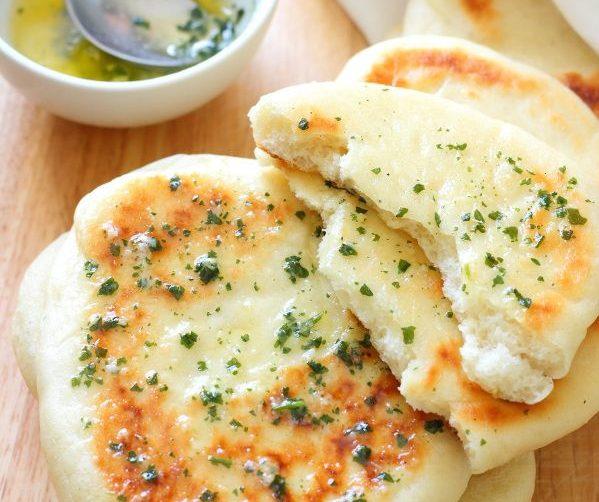 Pão de alho de frigideira rápido e pratico