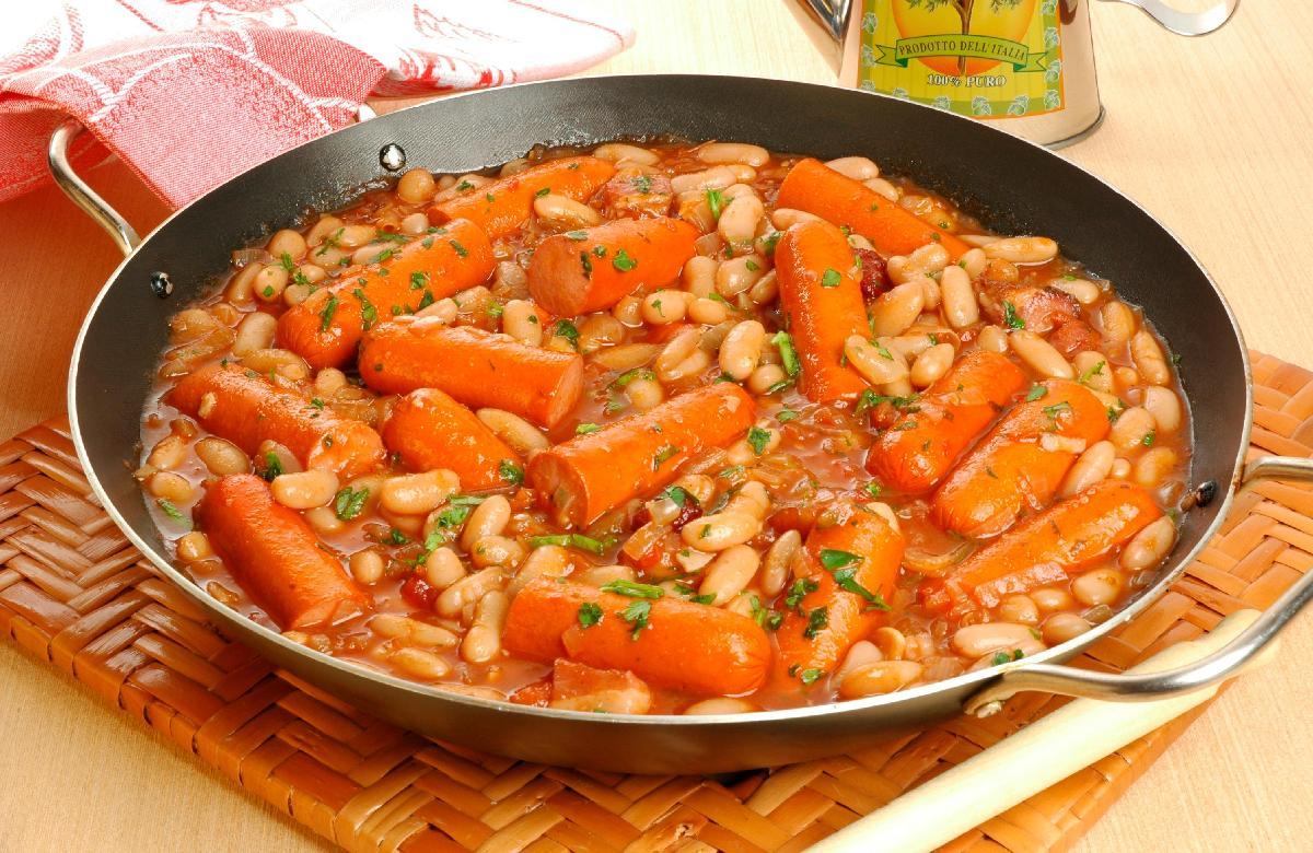 Cozido de salsicha com feijão branco fácil