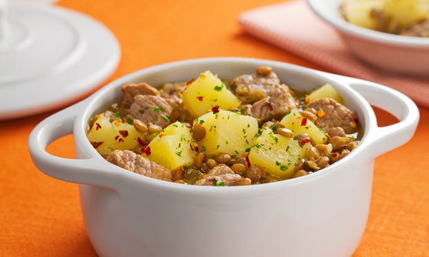Ensopado de carne batata e lentilha muito delicioso