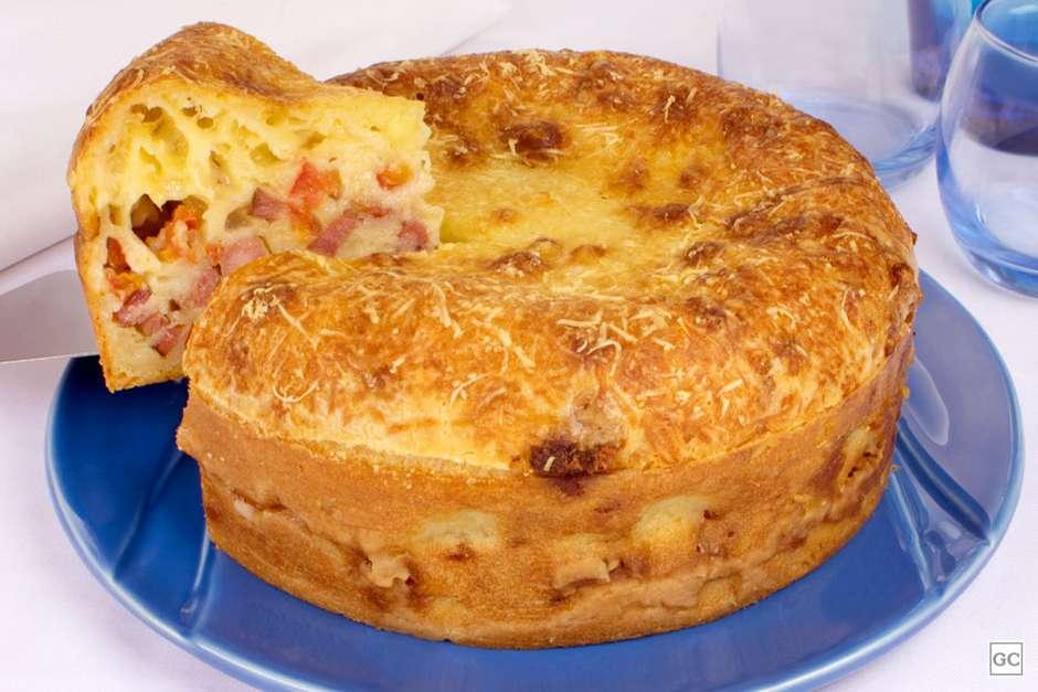 Receita de torta pão de queijo com calabresa deliciosa e muito simples de fazer