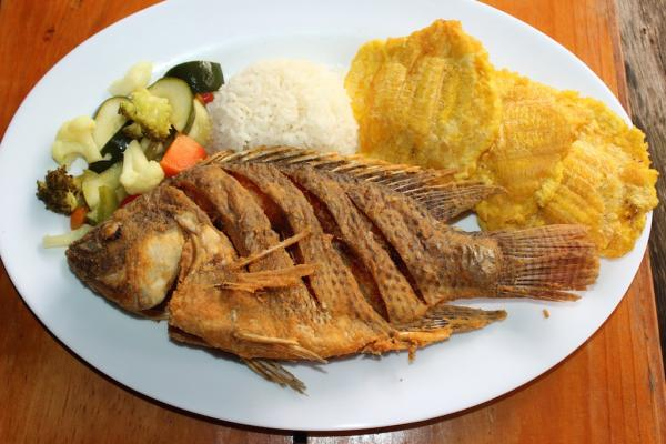 Como fazer peixe frito inteiro fácil