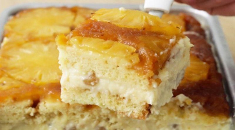 Receita de bolo de abacaxi gelado caramelizado com recheio de coco