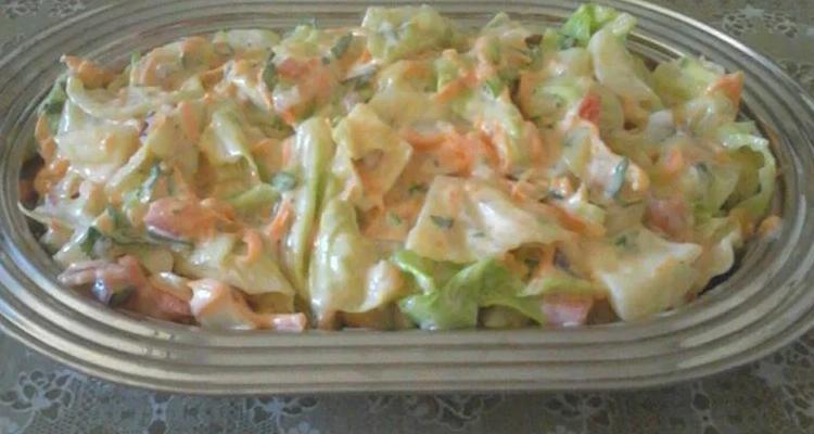 Receita de salada de repolho cremosa fácil de preparar