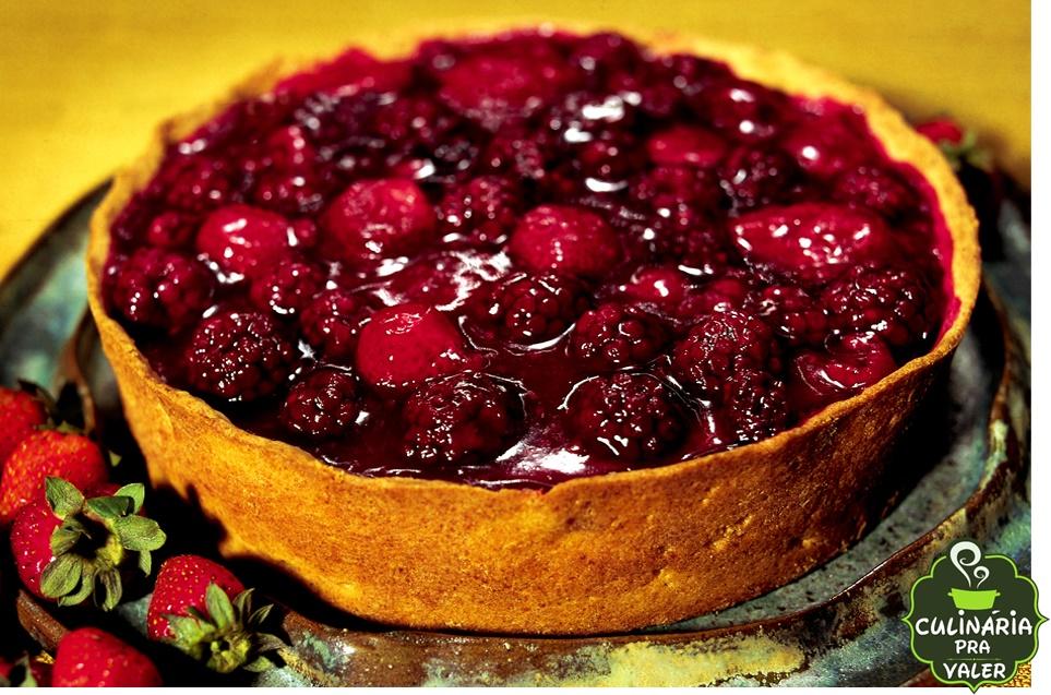 Torta de frutas vermelhas caseira