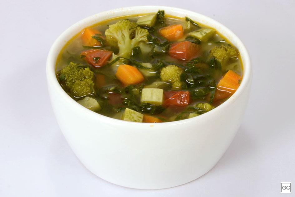 Receita de sopa detox de legumes caseiro