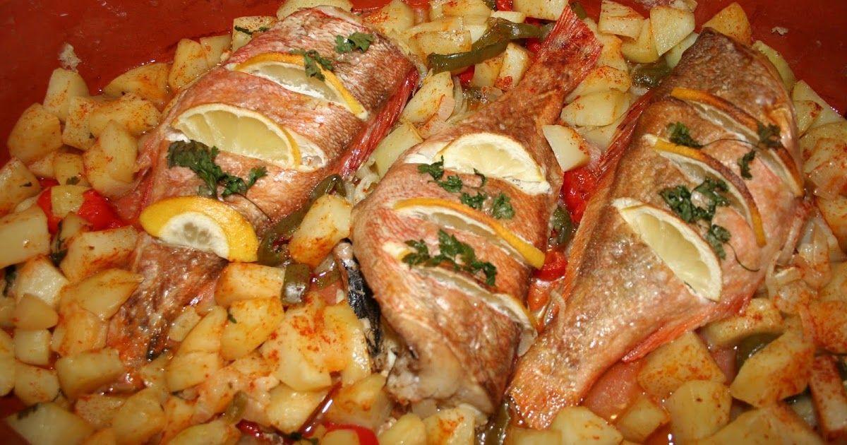Tilápia piri-piri assada com batatas esmagadas simplesmente maravilhoso