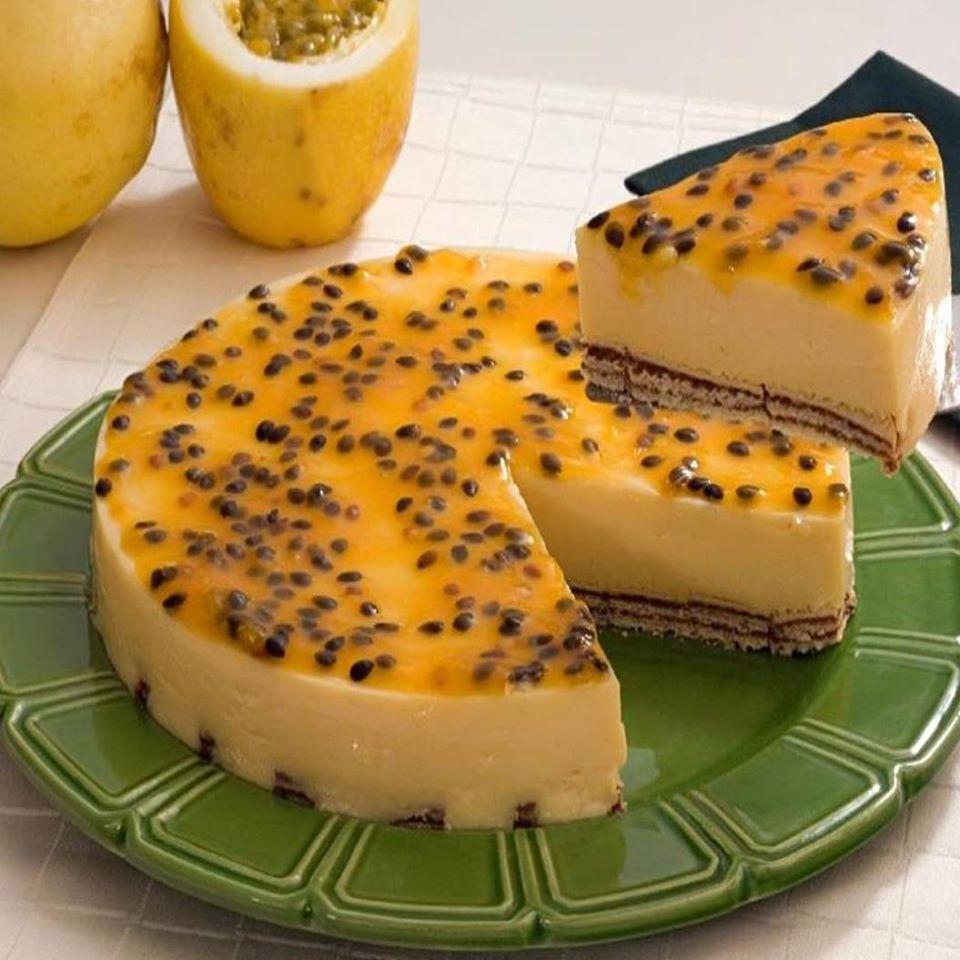 Torta de maracujá e chocolate muito bela e muito deliciosa