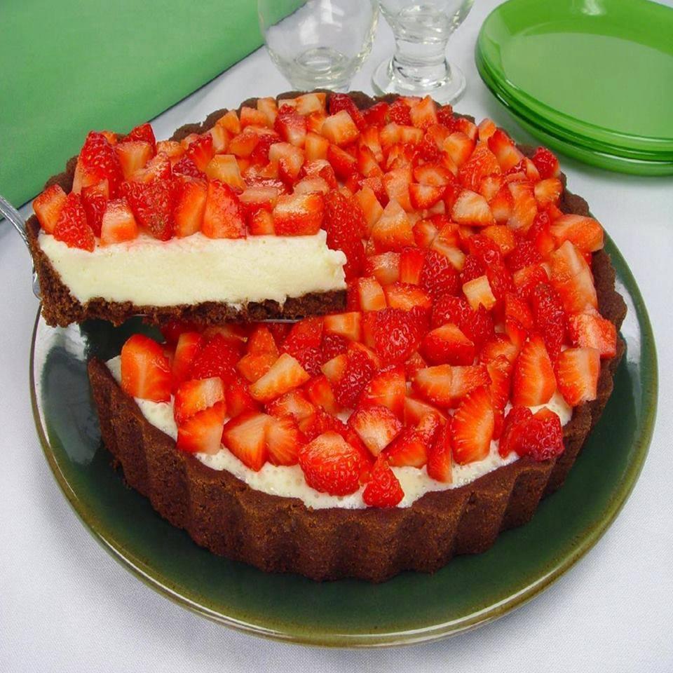 Torta de morango com iogurte que arrasa