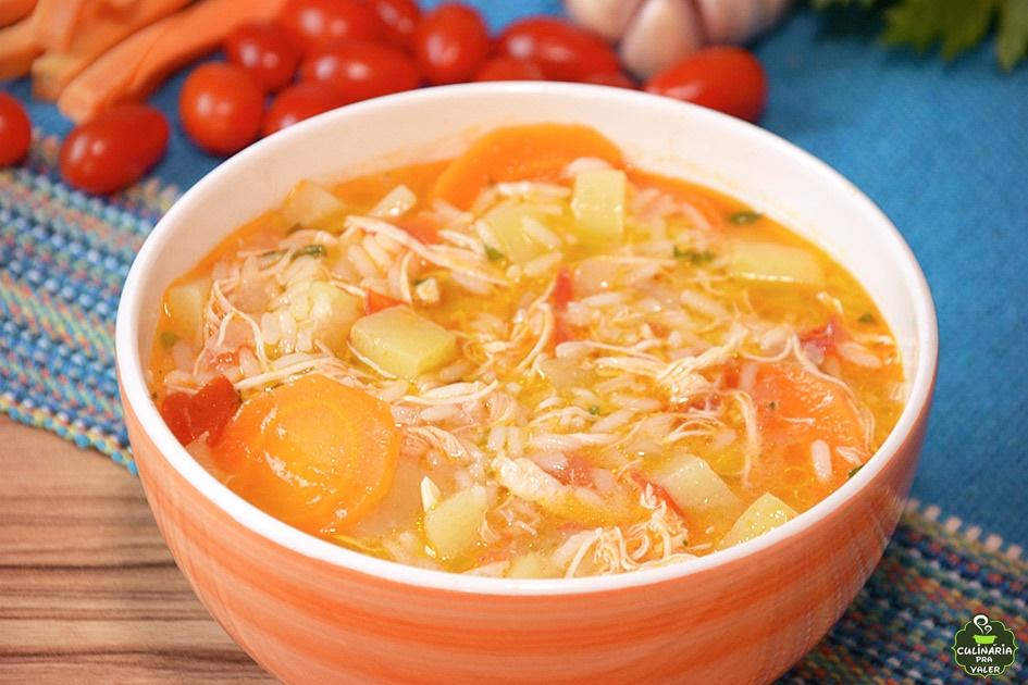 Canja de galinha com arroz e legumes da vovó