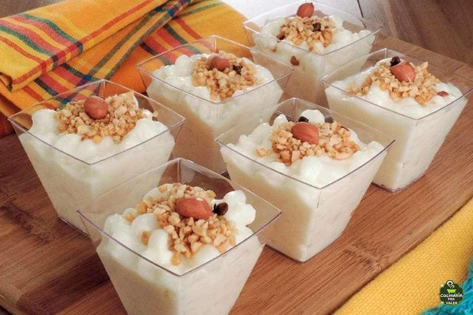 Canjica com amendoim no copinho forma inteligente nessa quarentena para sua festa junina em casa