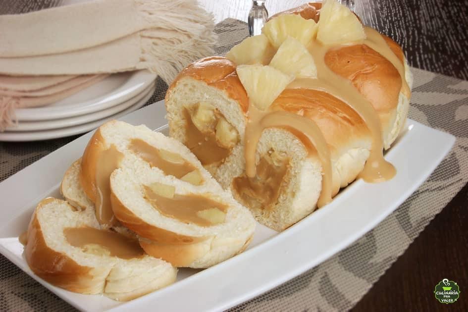 Pão trançado de abacaxi com doce de leite fácil
