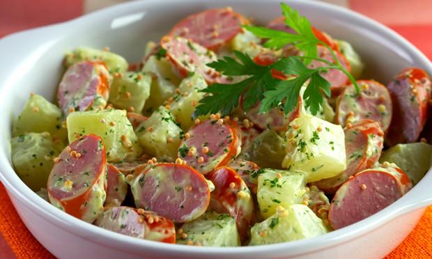 Salada de salsicha deliciosa e muito simples de fazer