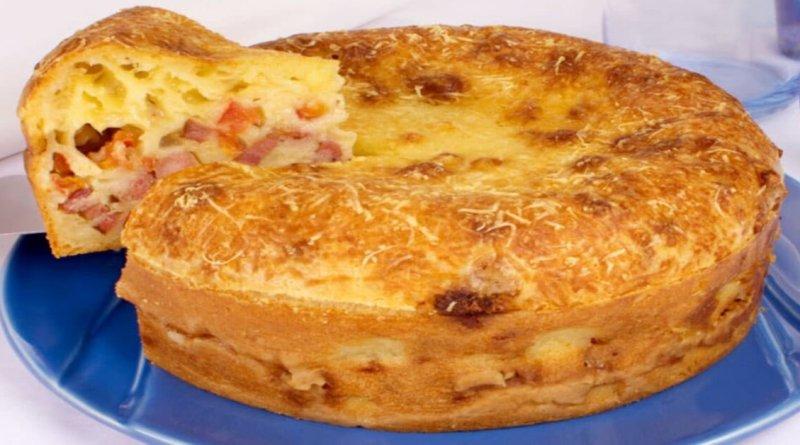 Torta pão de queijo recheada com calabresa de arrasar quarteirões