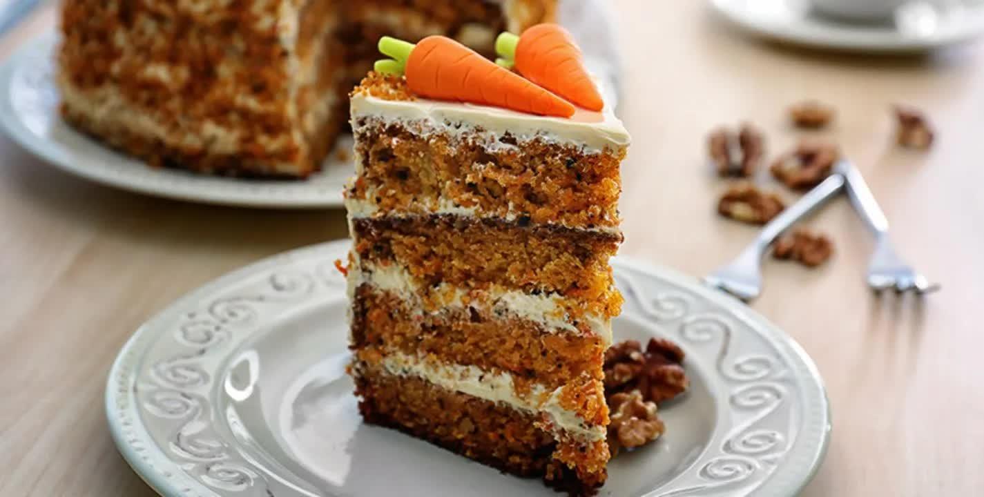 Bolo de cenoura com poucos ingredientes você arrasa