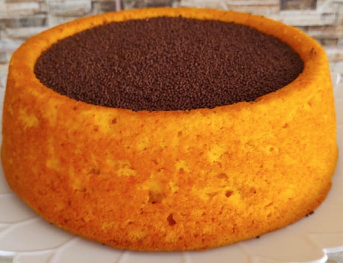 Bolo piscina de cenoura com chocolate para quem ama muita cobertura