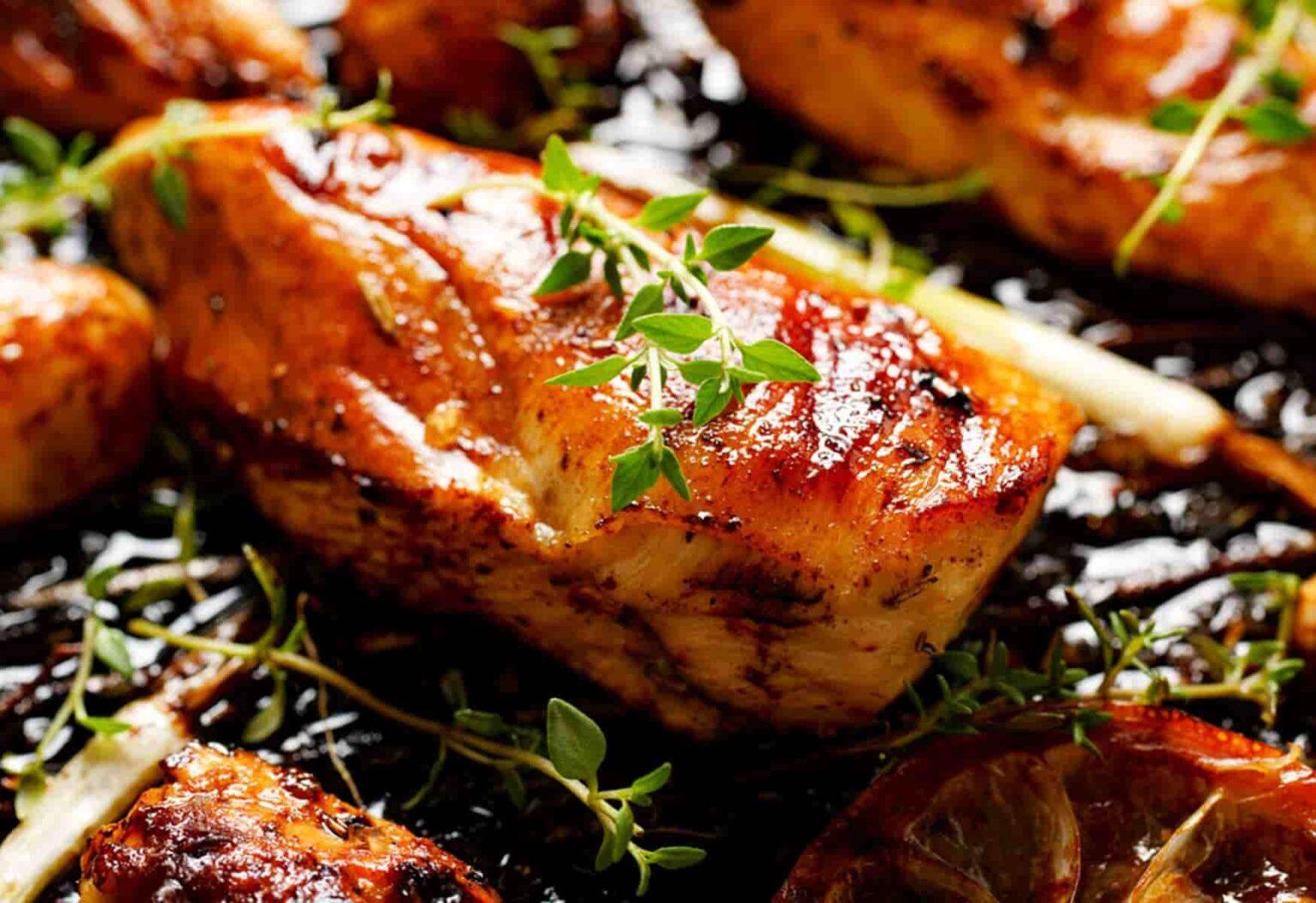 Como marinar um frango para ficar bem mais macio e suculento