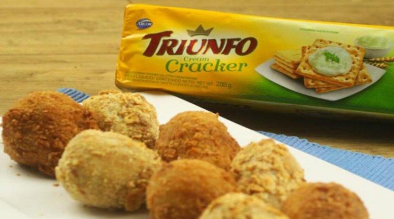 Coxinha de frango com biscoito cream cracker simples e delicioso
